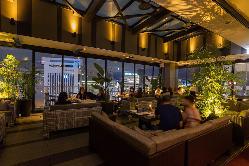 最上階テラスで夜景と美食をお楽しみ下さい。