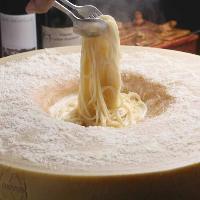 洋食も充実!チーズクリームパスタも本格的にホールチーズで!