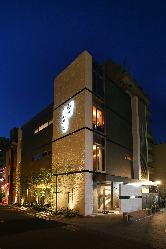 博多のお膝元川端にたたずむたつみ寿司総本店。