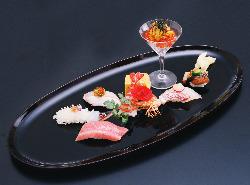 魚本来の旨みや美しさを活かすための味付けを追及しています。