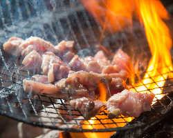 『さつま地鶏の炭火焼』は絶妙な焼き加減でご提供いたします