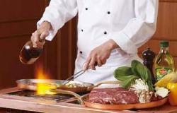 シェフが心をこめて作り上げるお料理で、おもてなし致します。