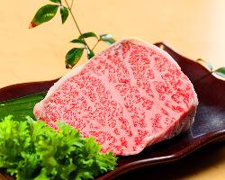 鹿児島県産黒毛和牛最高位A5ランクを使用しております!