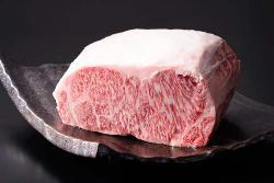 尾崎牛、伊万里牛・熊本あか牛など厳選されたお肉をご用意。