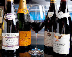 ソムリエが厳選したワインと鉄板焼きが良く合います。