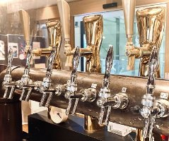 清潔に保たれたビールサーバーより泡がたった美味しいビールを♪