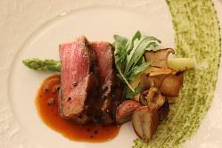 国内外問わず、シェフが納得して仕入れた上質な食材を使用。