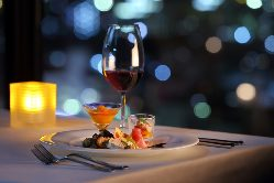 那覇の夜景と共に、贅沢なひとときをお過ごしください。