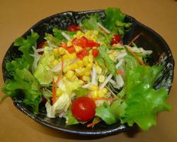 地元産野菜を中心にした、季節のサラダ。お肉とバランスよく!