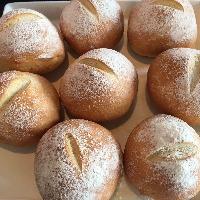 自家製の天然酵母パンをお召し上がり下さい。