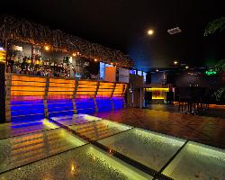 洗練されたお洒落な空間では、音楽を愉しみながらお酒が飲めます