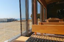 自然の潮風を感じれる糸島の牡蠣小屋スタイル。
