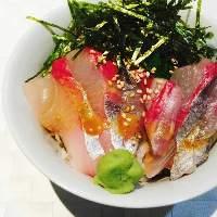 <海鮮の丼色々> カンパチなど海鮮たっぷりの丼をお昼ご飯に◎