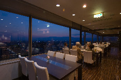 夜景を見ながら優雅なディナー♪