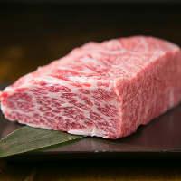 霜降りと赤身が絶妙な『熊本産あか牛』は肉本来の味が濃いお肉!