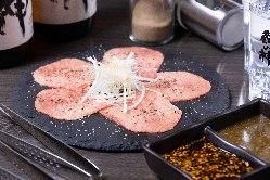 黒毛和牛の上タン塩は人気No.1! 他では食べれない逸品です。