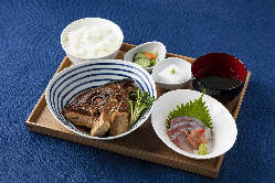 地元垂水の名物カンパチのビンタ煮定食!!