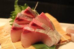 長浜漁港直送!鮮度抜群の旬魚をお造りでご提供いたします。