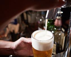 """【プレミアム達人店】 達人が美味しく""""神泡""""ビールを注ぎます"""