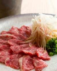 熊本名物の馬刺しなど郷土料理も扱っております。