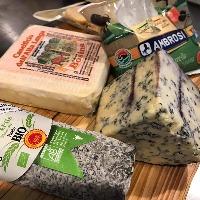 【チーズにもこだわる】 世界の美味しいチーズを仕入れております