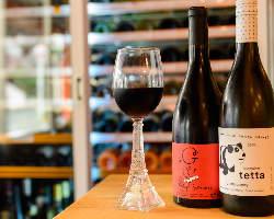 ワインセラーには常時70種のワインを取り揃えております♪