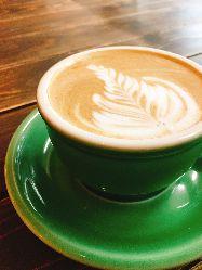 人気のカフェラテはバニラやキャラメルのフレーバーも◎