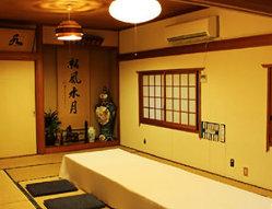【座敷】 4~50名様でご利用可能な和風のお席。各種宴会に!