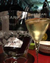 ワインをはじめ料理に合うドリンクも多彩にご用意しております