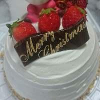 クリスマスやお誕生日は要予約でデコレーションケーキもご用意!