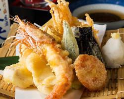 新鮮な魚を使用した料理も多数。