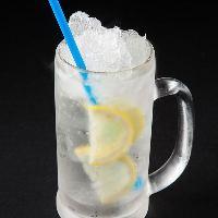 【氷結しゃりしゃり】 食感とひんやり感が爽快なサワーで乾杯