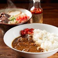 【ステーキ屋の一品】 美味しいお肉を使用したカレーや沖縄そば