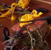 新しい味わいを追い求めた創作料理の数々をどうぞ。