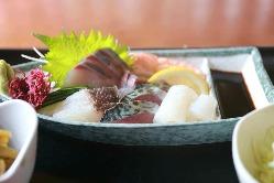 臭みがなく、甘味が感じられる新鮮なお刺身をご堪能ください。