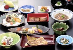 厳選された旬の食材を使い細部までこだわった「会席料理」