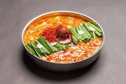 【もつ鍋】 自家製の辛味噌はピリッとした旨みと味を醸し出す