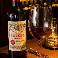 【豊富なワイン】 高級ワインもグラスで気軽に楽しめるのが魅力