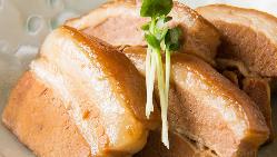 本場・沖縄の味を当店で!ラフテーやテビチの唐揚げは人気の一品