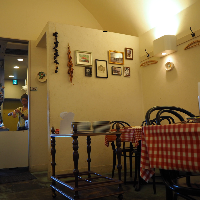 南イタリアの食堂のように、気を張らず過ごせるお店です。