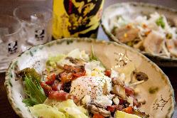 野菜たっぷり「ベーコンと木の子の温玉シーザーサラダ」 780円