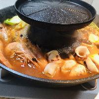 【特製しびれ鍋】 山椒などを使ったオリジナルスープが絶品♪