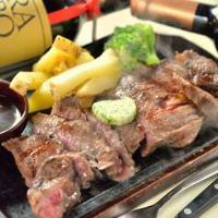 [ステーキ] 国産の黒毛和牛や、海外産サーロインなどを使用