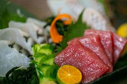 旬の魚介類や野菜を使った料理が自慢です^^