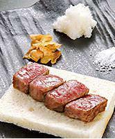 ドラゴンステーキなど厳選された上質な焼肉を堪能!