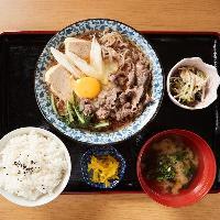 家庭の味!牛肉、島豆腐等しっかり味の染み込んだ、すき焼き定食