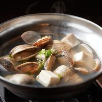 【海鮮料理】 3種の貝と豆腐鍋はシンプルながら旨味たっぷり