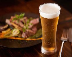 デンマーク産カールバーグ!バルのビールはコレでしょ!!