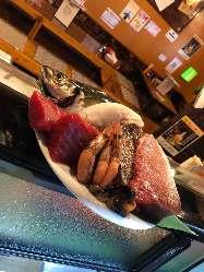 名護湾すぐ近くの当店。新鮮な魚介をご堪能ください♪