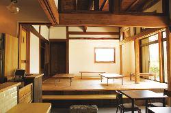 土間風のお座敷席も完備した、古民家が醸し出す居心地の良い空間